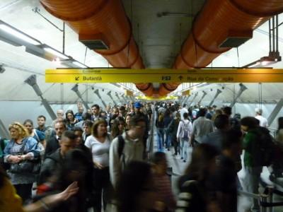 Metrô em SP, entre estações Paulista e Consolação