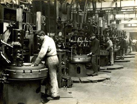 Antiga linha de fabricação na fábrica de Milão