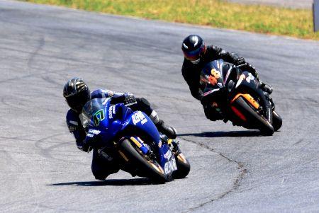 Disputa de posição entre Wesley Gutierrez e Edson Morales no R1 GP1000
