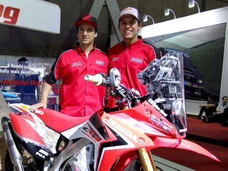 Zanol (dir) e Javier Pizzolito em coletiva à imprensa no Salão do Automóvel em São Paulo