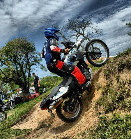 Os competidores usaram suas próprias motos