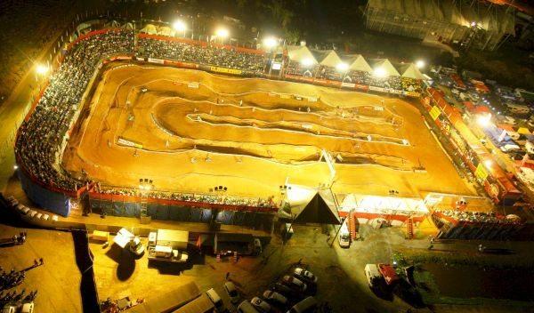 O Arena é show de motocross em circuito fechado