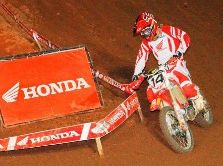 Leandro Silva foi o nome da noite na 4ª etapa do Arena Cross