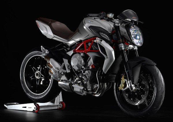 Motor derivado da Brutale F3 675, oferece 125 cv de potência