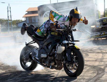 Uma das manobras da Cachorrão Moto Show