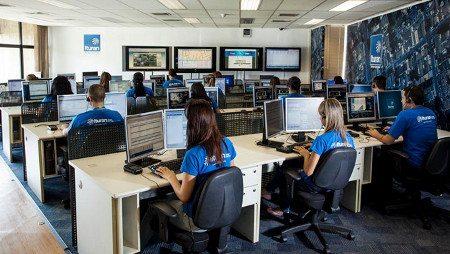 Central de atendimento e monitoração da Ituran, em São Paulo