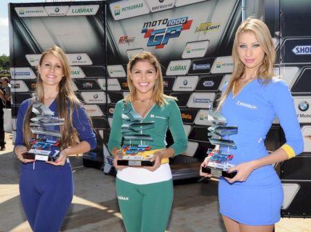 Além dos troféus, Nick Iatauro, Lucas Barros e Alberto Braga receberam um capacete, como prêmio pela vitória