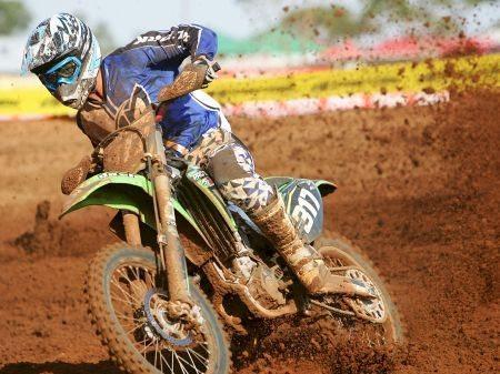 Carlos Eduardo Franco, campeão paranaense de motocross, nas categorias MX1 e MX2