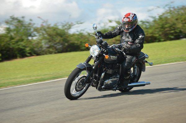 Triumph faz promoção para a Bonneville T110 e ...