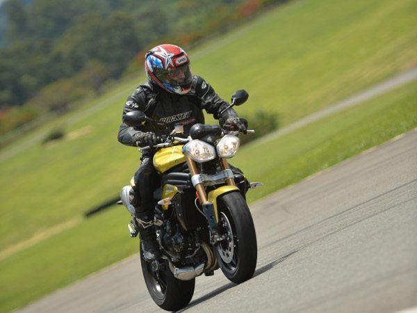 Triumph Speed Triple - Força e velocidade impressionantes