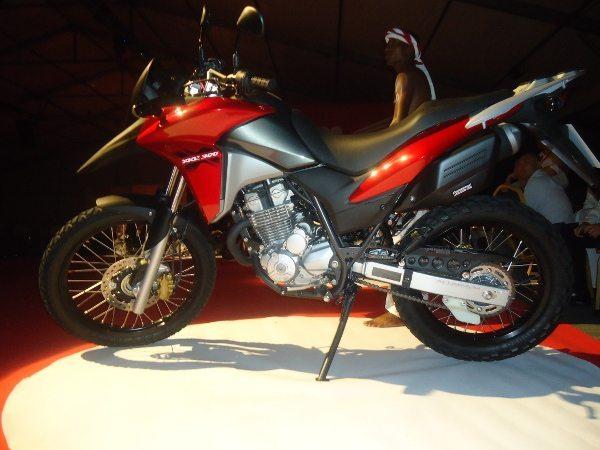 XRE 300 - Novo desenho e motor Flex