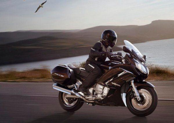 Como as melhores motos de turismo, com toda eletrônica que tem direito