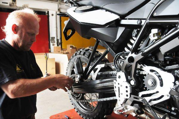 Todas as motos recebem os mesmos ajustes