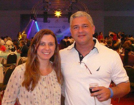 Juliana e Gilberto: apesar da falha da concessionária, sem stress; aproveitou a cerveja, o vinho e a festa
