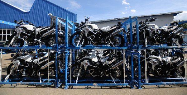 As motos para os competidores, todas F 800 GS, já estão no Chile