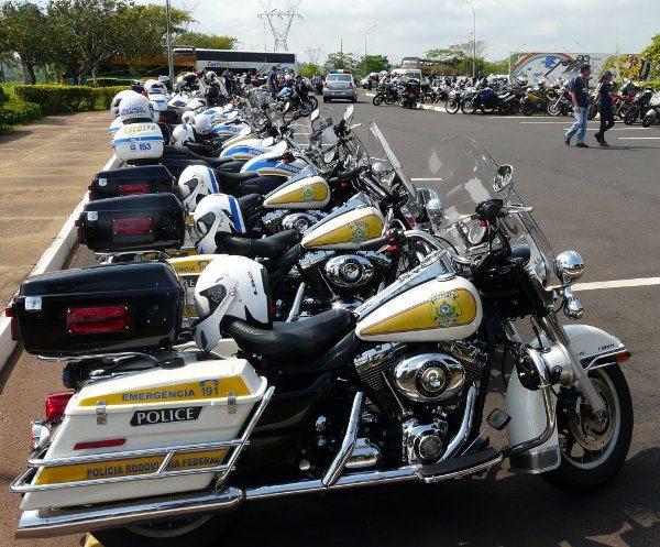 Grupo teve escolta da Polícia Rodoviária Federal de Harley-Davidson....