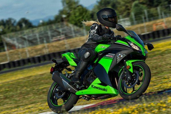 """Ninja 300 """"special edition"""", com ABS e grafismos"""