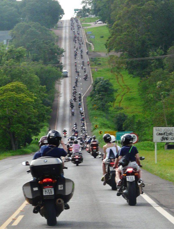 Na estrada, uma visão do tamanho do evento
