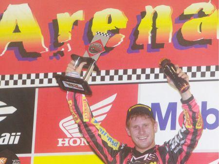Adam Chatfield leva o título de campeão na MX Pró do Arena Cross 2012