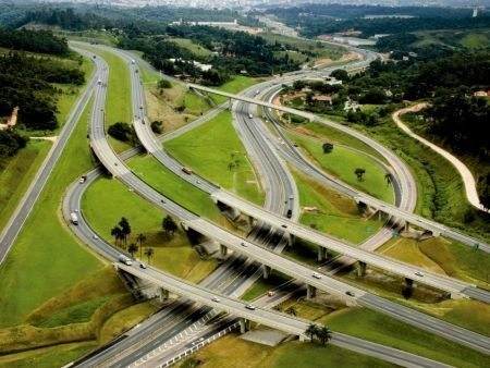 Entroncamento das rodovias Anhanguera e Bandeirantes, ambas administradas pela CCR AutoBan