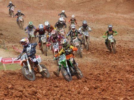Largada da 85cc na Final da Copa São Paulo de Motocross