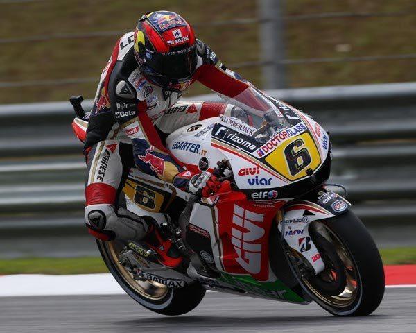 No MotoGP você pode verificar a tremenda força aplicada nos freios, que resulta em deformação do pneu dianteiro e o levantar da roda traseira, muita precisão para chegar a esse limite e ainda ter controle da motocicleta