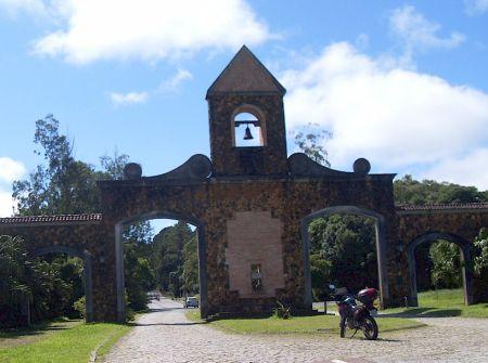 Portal no início da Estrada da Graciosa, logo que se sai da BR-116