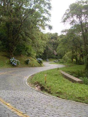 Trecho da estrada com paralelepípedos do século XVIII