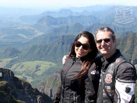 O casal Guga Dias e Elda, a caminho de Ushuaia