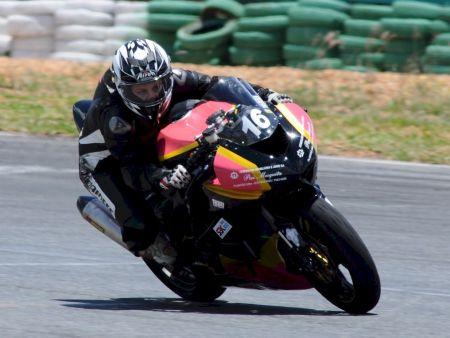 Babi Paz também participa da categoria GP 600, em que pilota a Kawasaki da SBK Rio