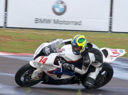 Lucas Barros, mais jovem integrante do grid, com 16 anos, lidera a classificação do campeonato 38 pontos à frente do vice-líder Nick Iatauro