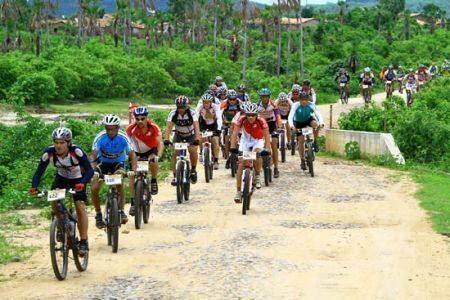 Em paralelo à prova dos veículos motorizados, haverá também competição com mountain bikes