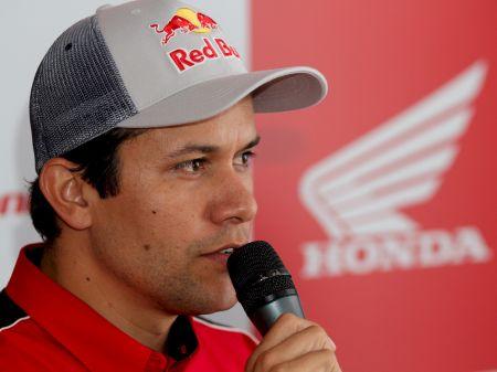 Felipe Zanol embarca para os EUA, logo após a prova do Red Bull Cross Choice, hoje à tarde em Itu (SP)