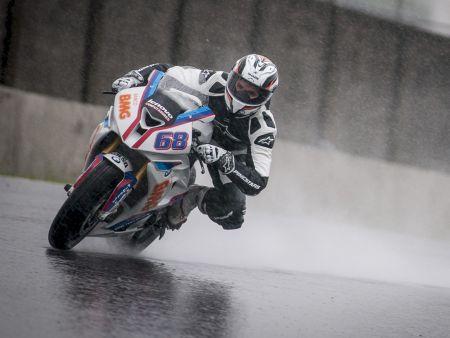 O domínio da arte de pilotar na chuva garantiu a Diego Faustino a pole na categoria SuperBike Pró