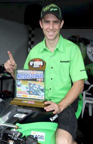 Vinicius Maia é o campeão da categoria Superbike do Campeonato Goiano de Supermoto e Motovelocidade