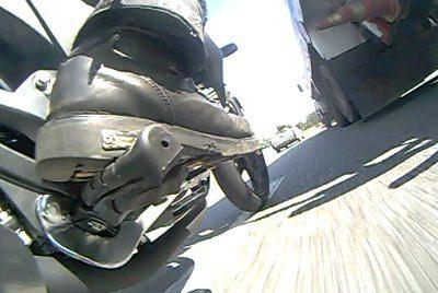 Freios potentes e equilibrados na Honda CB 300 tem a alternativa de vir com C-ABS