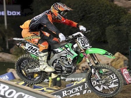 Jorge Balbi Jr. e sua Kawasaki KX450F na categoria principal do AMA Supercross 2013