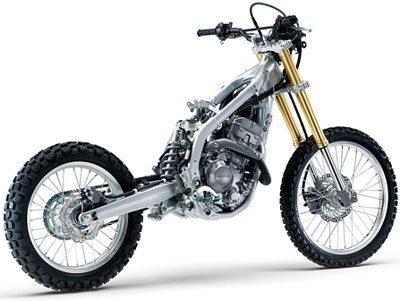 Chassi construido em tubos ovalizados de aço tem toda triangulação dos de alumínio das motos especiais de competição