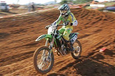 Gustavo Henn retorna aos treinamentos de pois de longo tratamento de saúde