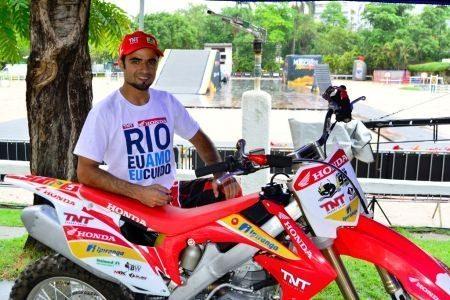 Joaninha, piloto da equipe J99 Honda de Motocross Freestyle