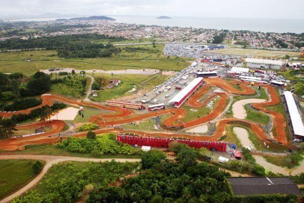 Palco  da etapa brasileira do Campeonato Mundial de Motocross, em Penha (SC)