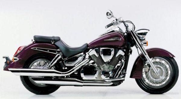 """Parece a Shadow 750, mas sua """"alma"""" é um motor de 125cc em """"V"""""""