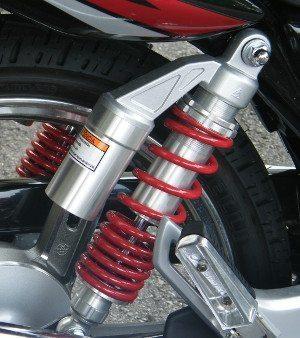Destaque da linha Suzuki, o amortecedor permite ajustes que só motos maiores tem