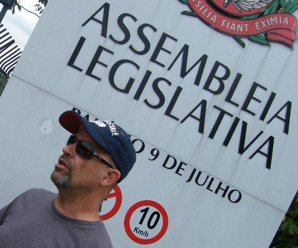 Finalização na frente da Assembléia Legislativa: recado aos deputados