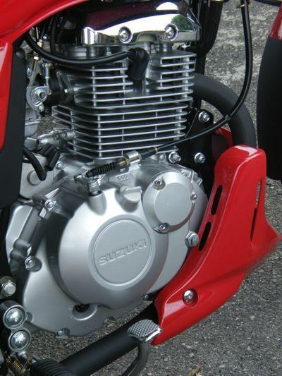 Motor compartilha a parte de baixo com a GSR150; promete ser mais resistente porque a cilindrada menor exige menos
