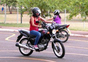 50% dos alunos de Motoescolas da cidade de São Paulo já são do sexo feminino