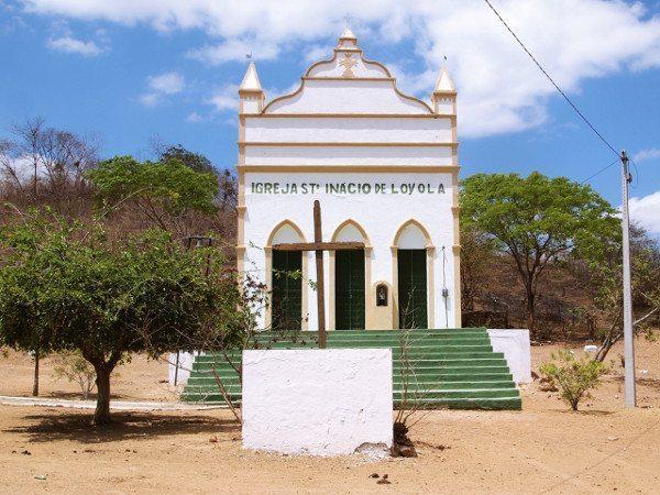 Igreja erguida pelos habitantes do caldeirão na década de 30