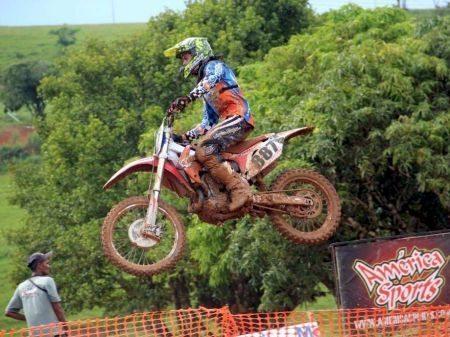 Chuva transforma pista em barro na 2º etapa da Copa Verão IMS de Motocross