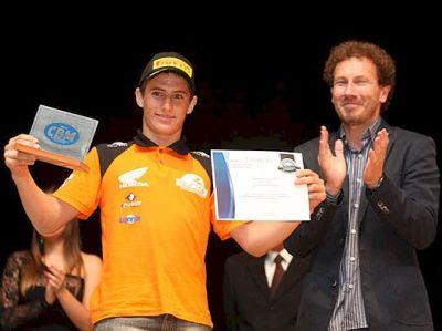 Fabinho recebeu o troféu de Campeão Brasileiro de MX (categoria Júnior) na festa da CBM