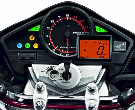 Detalhe do painel da CB 300R Flex com a nova luz indicadora de condições inadequadas de partida a frio